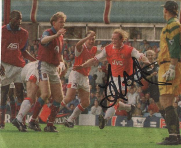 Arsenal & Wales star John Hartson signed pic