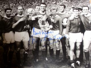 Noel Cantwell Manchester Utd signed 1963 cup final win photo