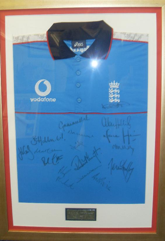England cricket shirt signed by 16 shirt framed