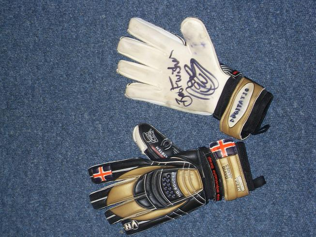 David James signed goal keeper gloves