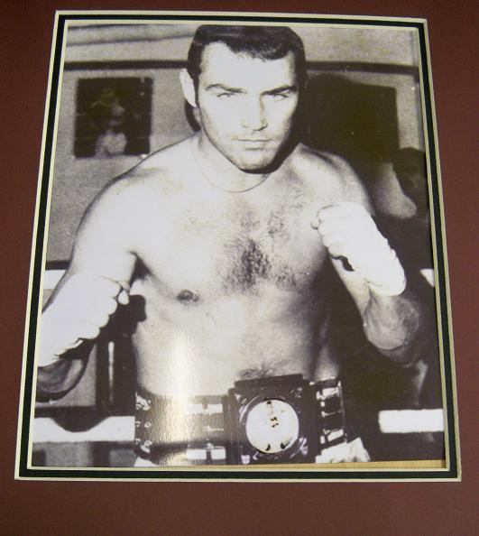 Alan Minter signature photo and mount