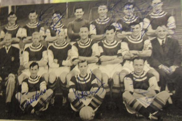 Aston Villa vintage signed picture with 11 signatures