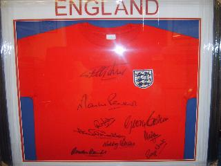 England 1966 replica red shirt 9 sigs
